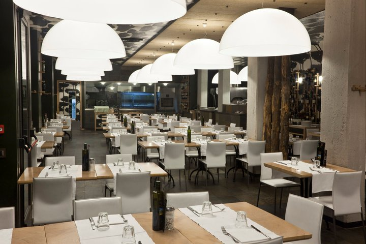Affitto d 39 azienda centro storico p navona ristorante for Arredamento moderno milano